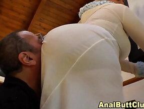 Bigass slut sits on face